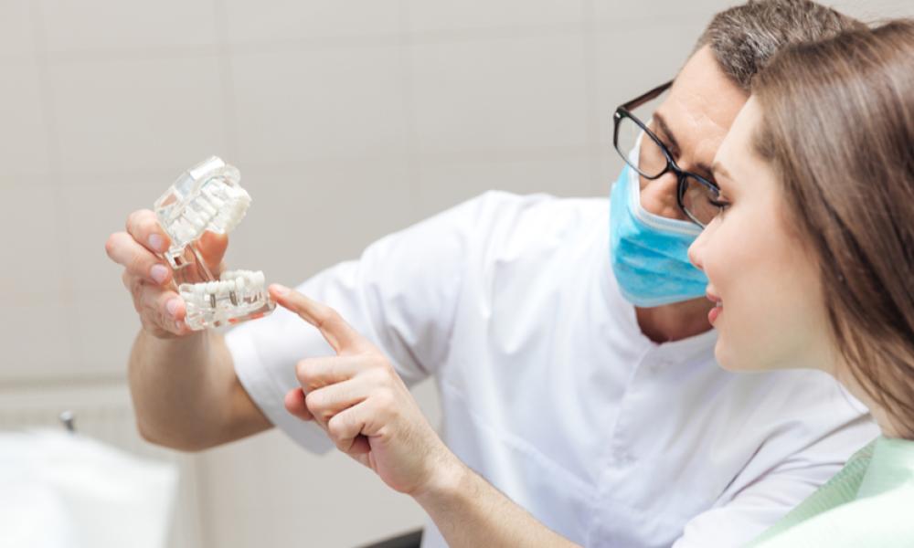 Pós-graduação em Implantodontia e Aperfeiçoamento em  Prótese Estética