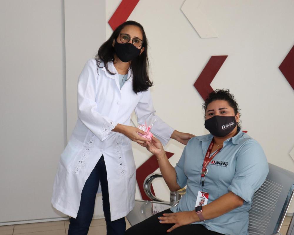 Acadêmicos de Enfermagem realizam palestra de conscientização contra o câncer de mama na Edufor