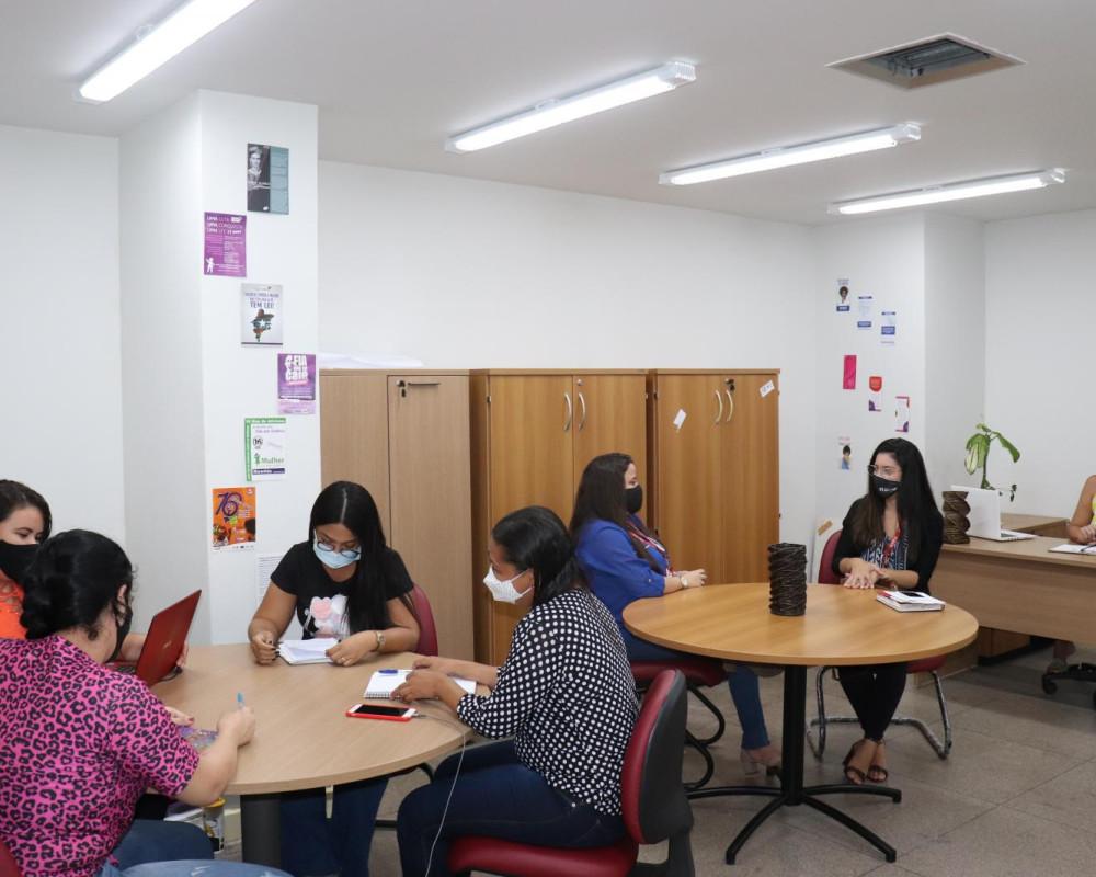 Momento de atividades das alunas com participação das Supervisoras Acadêmicas, da EDUFOR, profª Enaire Sousa e profª Emanuelle Pinheiro e a Supervisora de Campo, da SEMU, Rebeca Alexandre