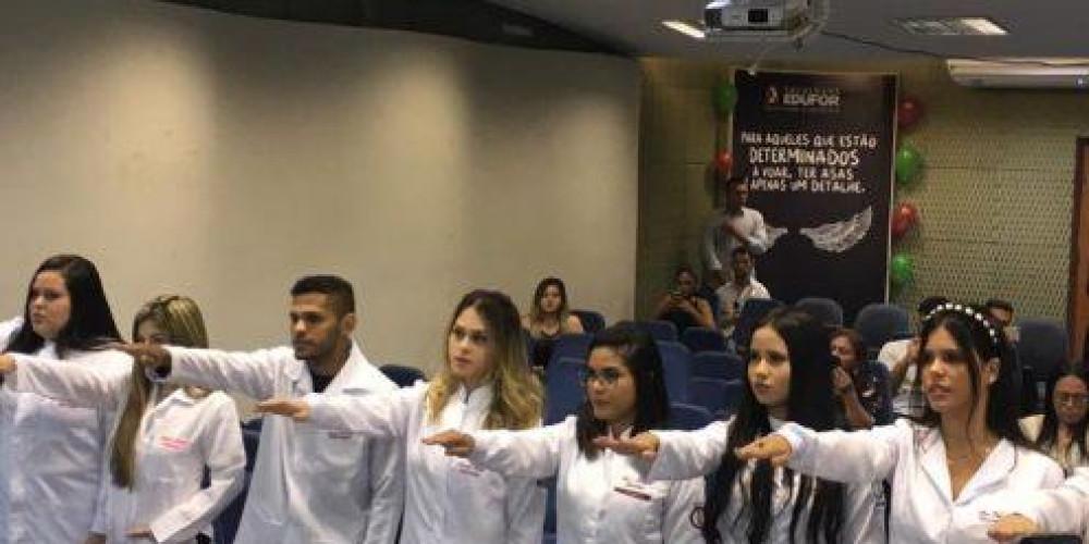 A Faculdade EDUFOR realiza a Cerimônia do Jaleco