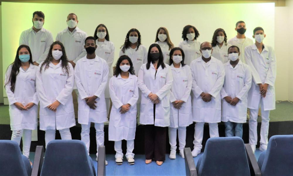Alunos de Farmácia da Edufor têm cerimônia do jaleco diferenciada